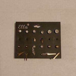 NWT Set of stud earrings